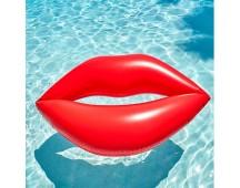 Giant opblaas lippen voor in het zwembad of strand